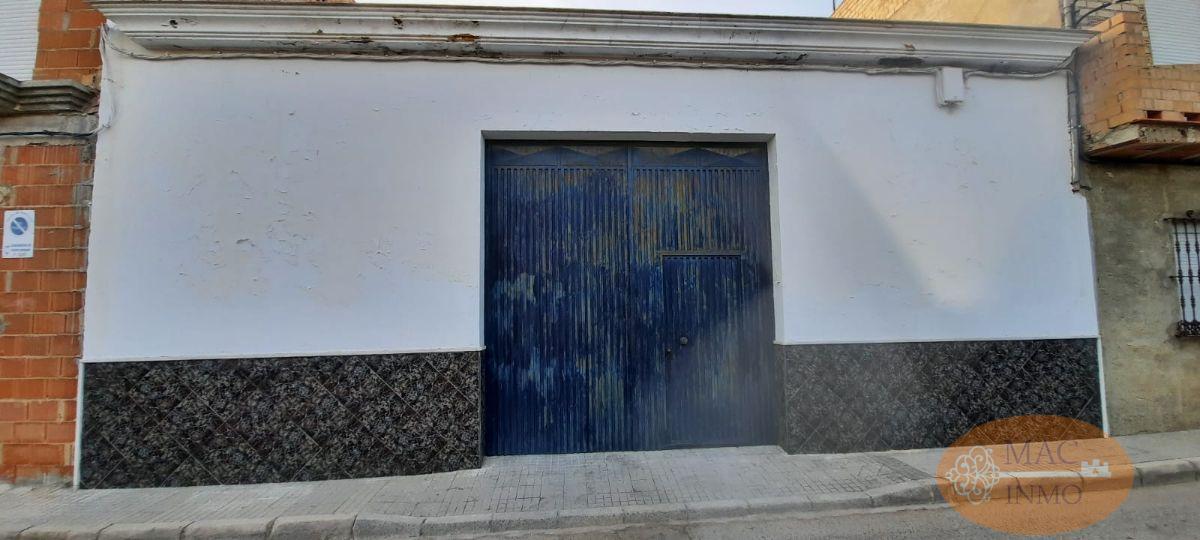 For sale of garage in Puerto Serrano