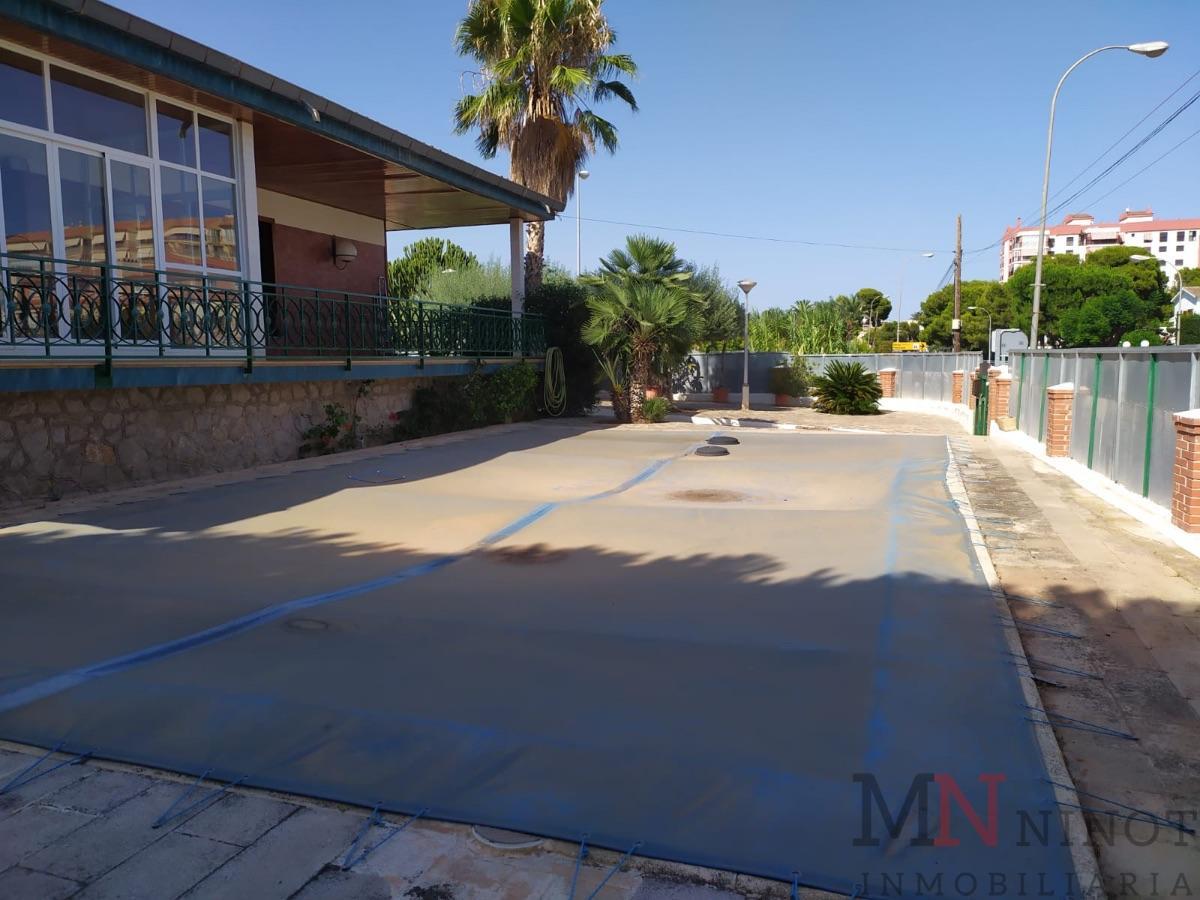 For sale of villa in Castellón