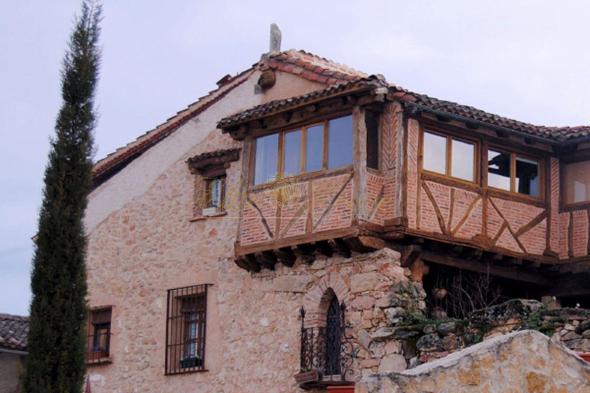 For sale of house in Adrada de Pirón