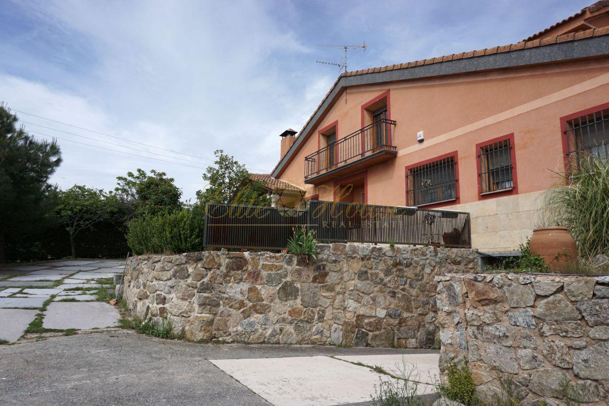 For sale of chalet in Torrecaballeros