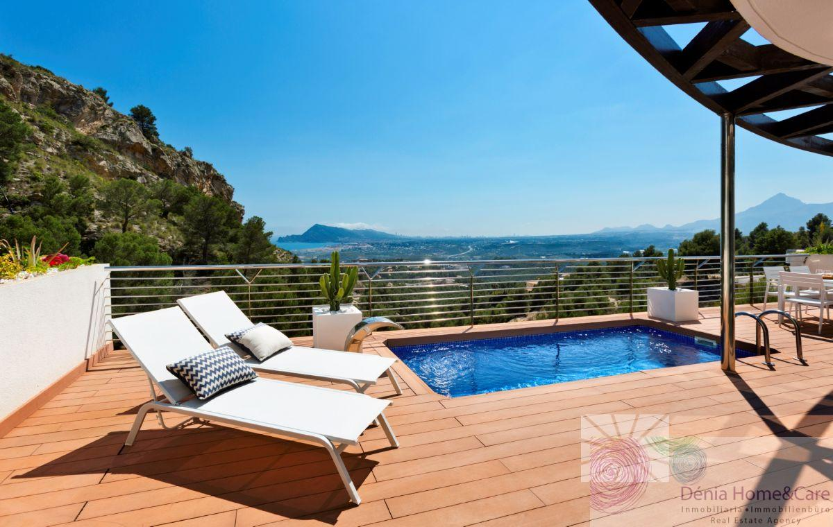 For sale of villa in Altea