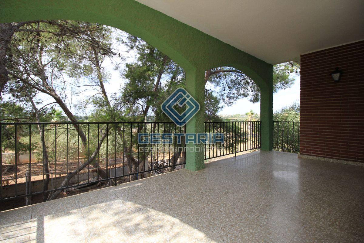 For sale of chalet in La Pobla de Vallbona