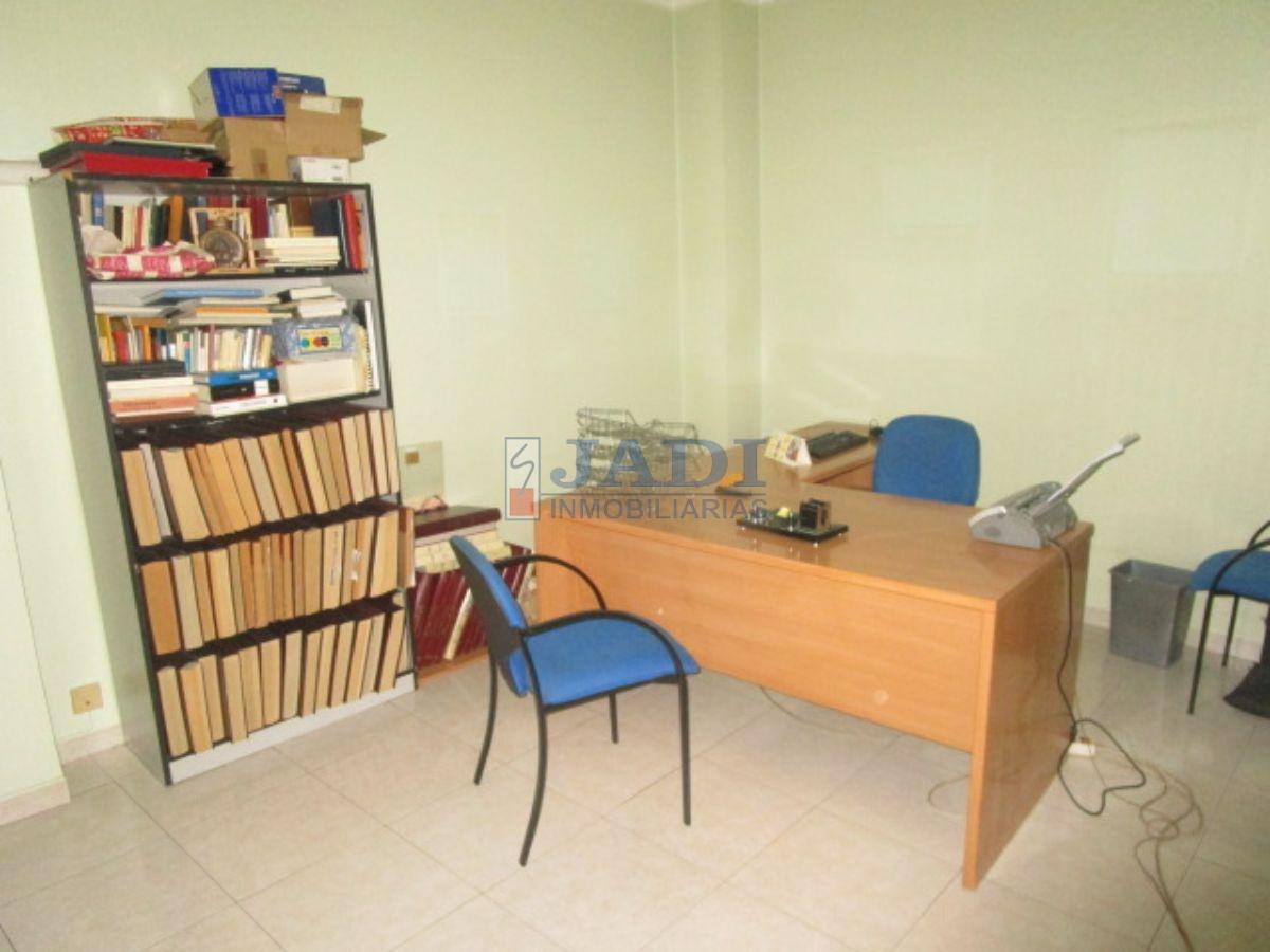 For sale of commercial in Valdepeñas