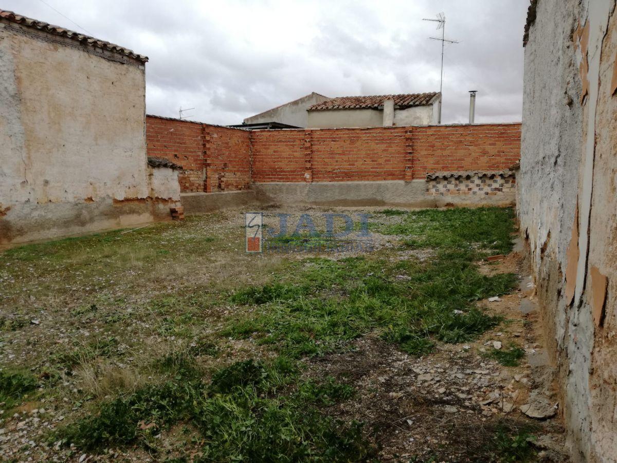 For sale of land in Valdepeñas