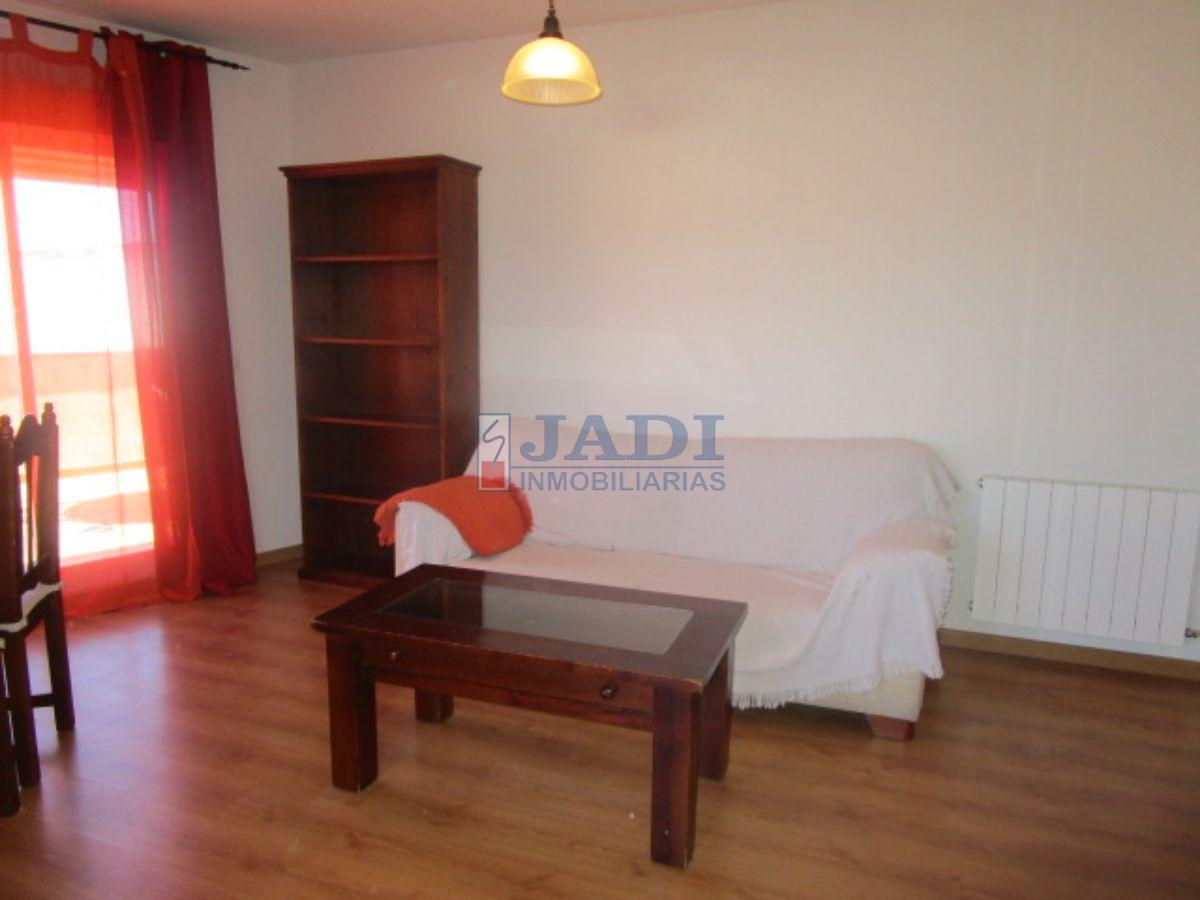 For sale of penthouse in Valdepeñas