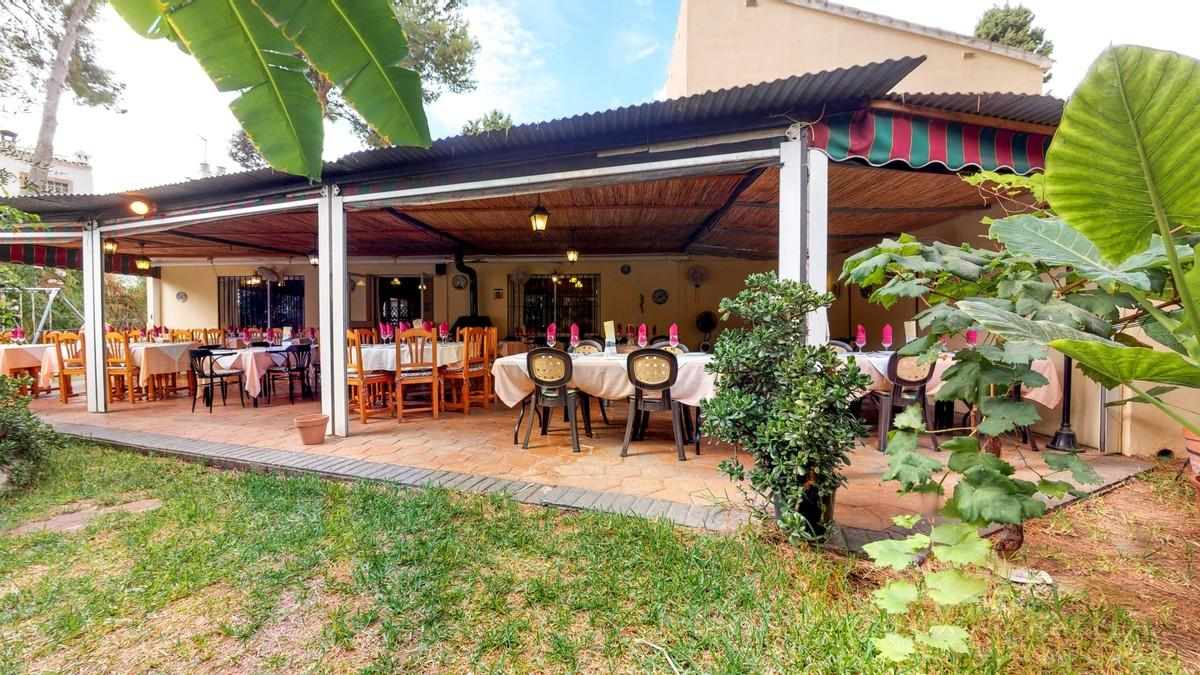For sale of commercial in El Coto