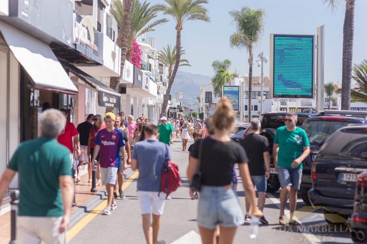 For sale of commercial in Marbella