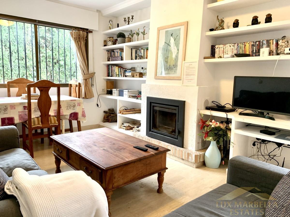 For sale of villa in Calahonda