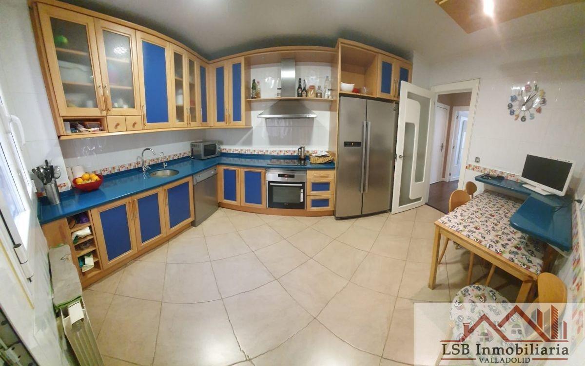 For sale of flat in Laguna de Duero