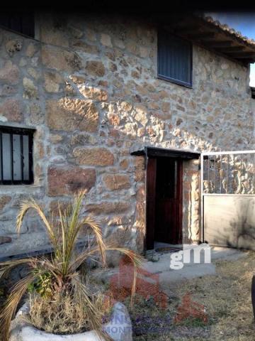 For sale of house in Arroyomolinos de la Vera