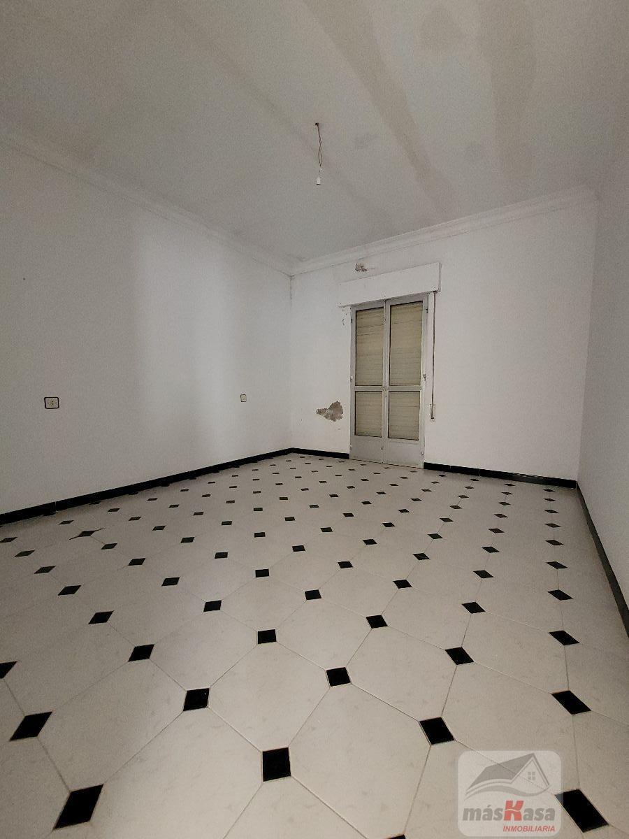 For sale of house in Los Palacios y Villafranca