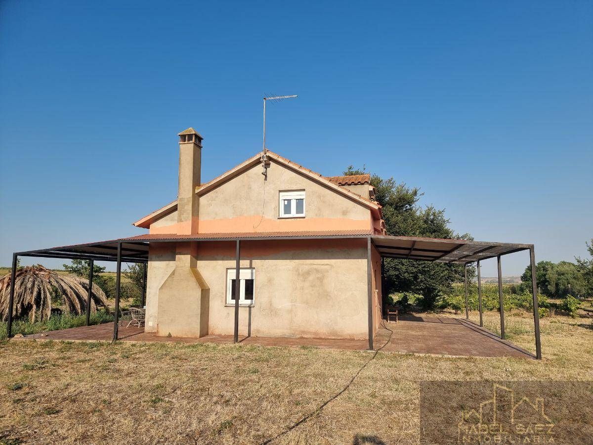 For sale of rural property in Guareña