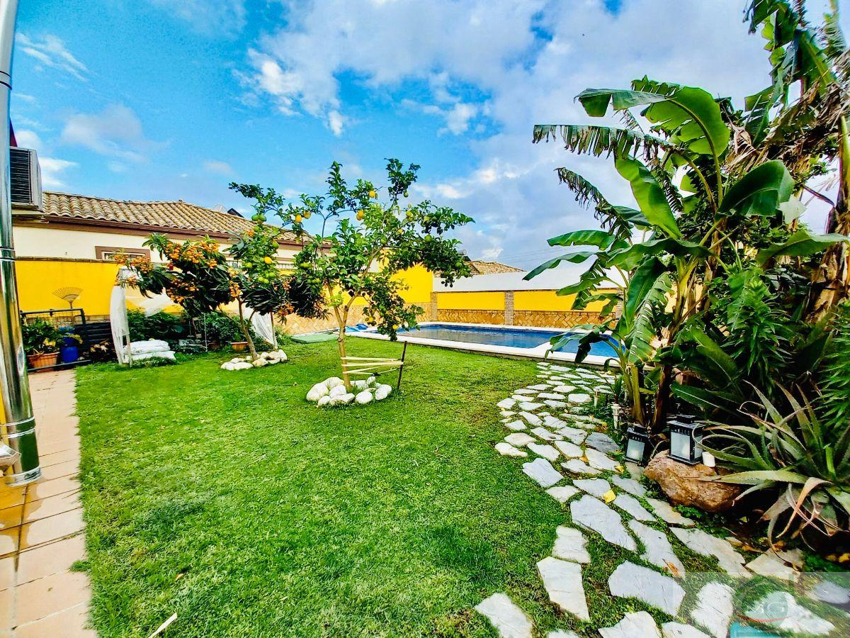 For sale of chalet in Salteras