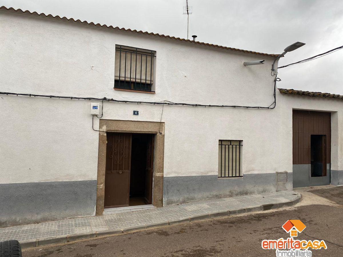 For sale of house in Mirandilla