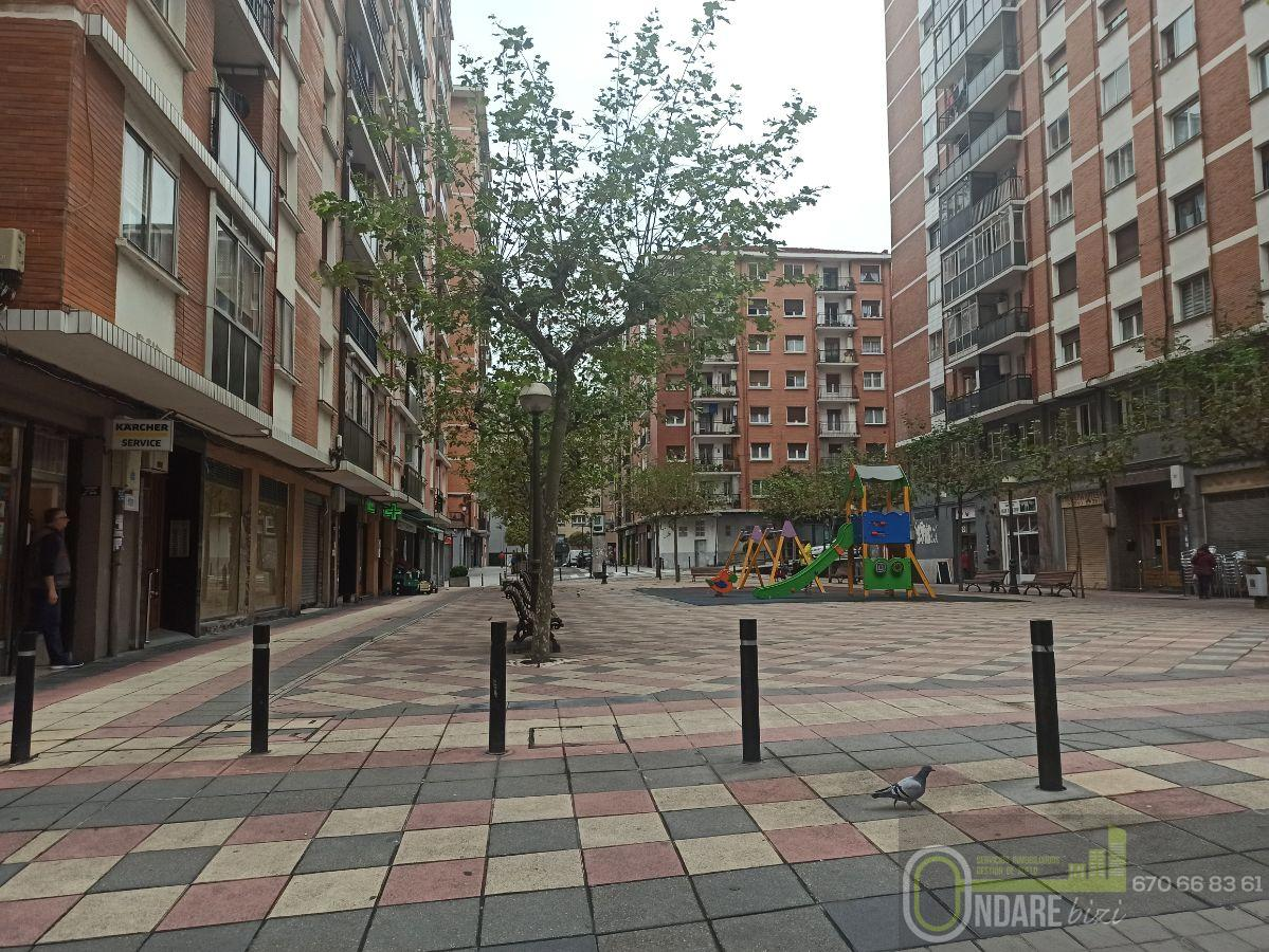 For sale of flat in Basauri