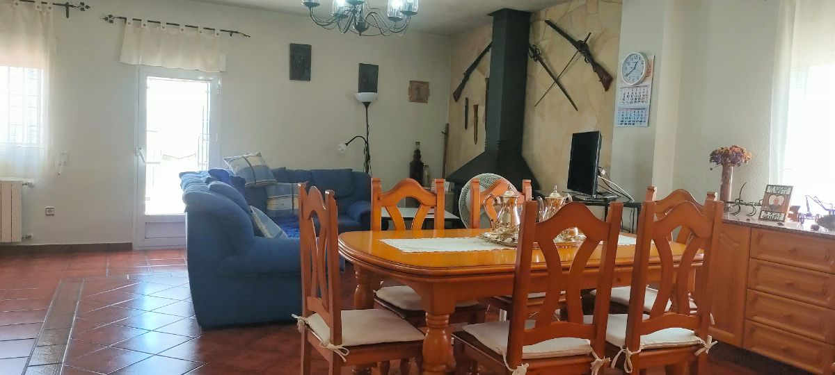 For sale of chalet in Castalla