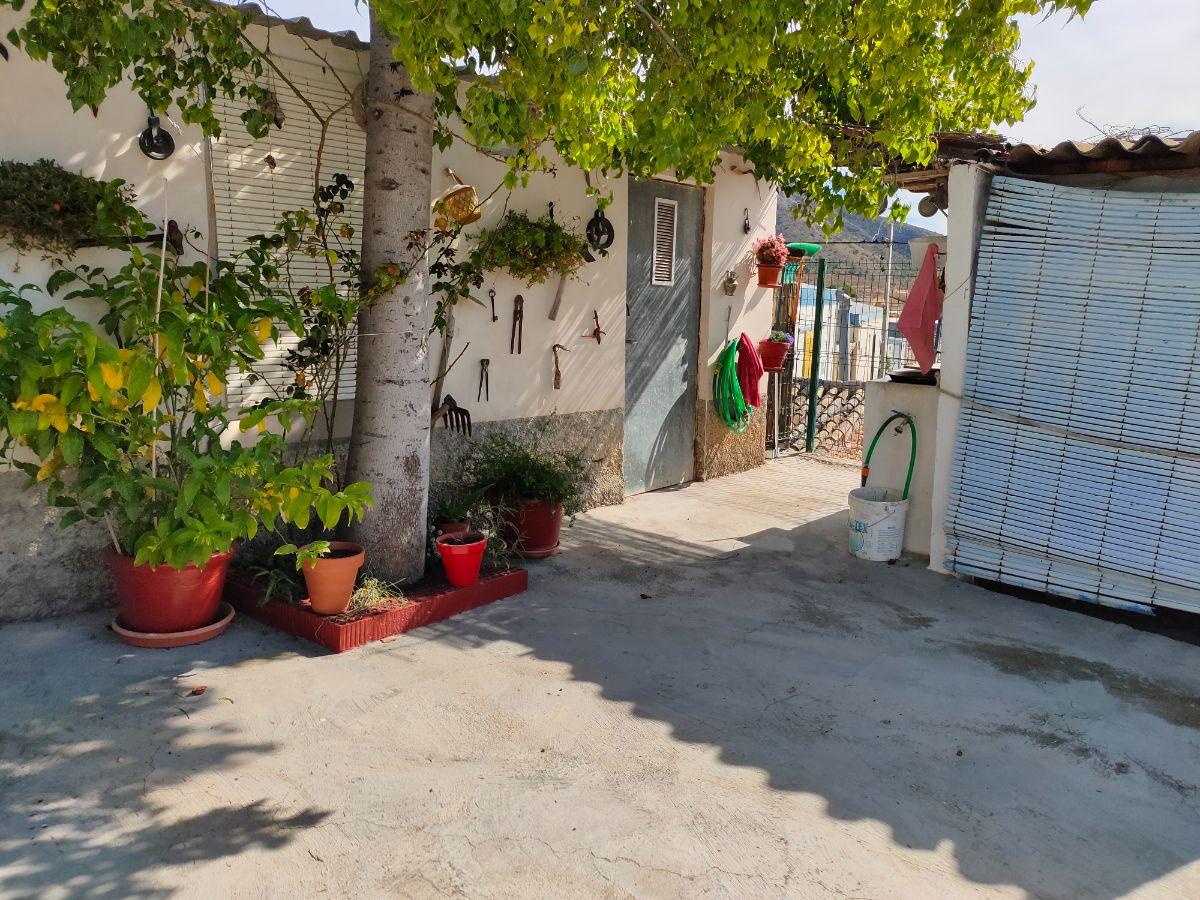 Venta de casa en Algueña