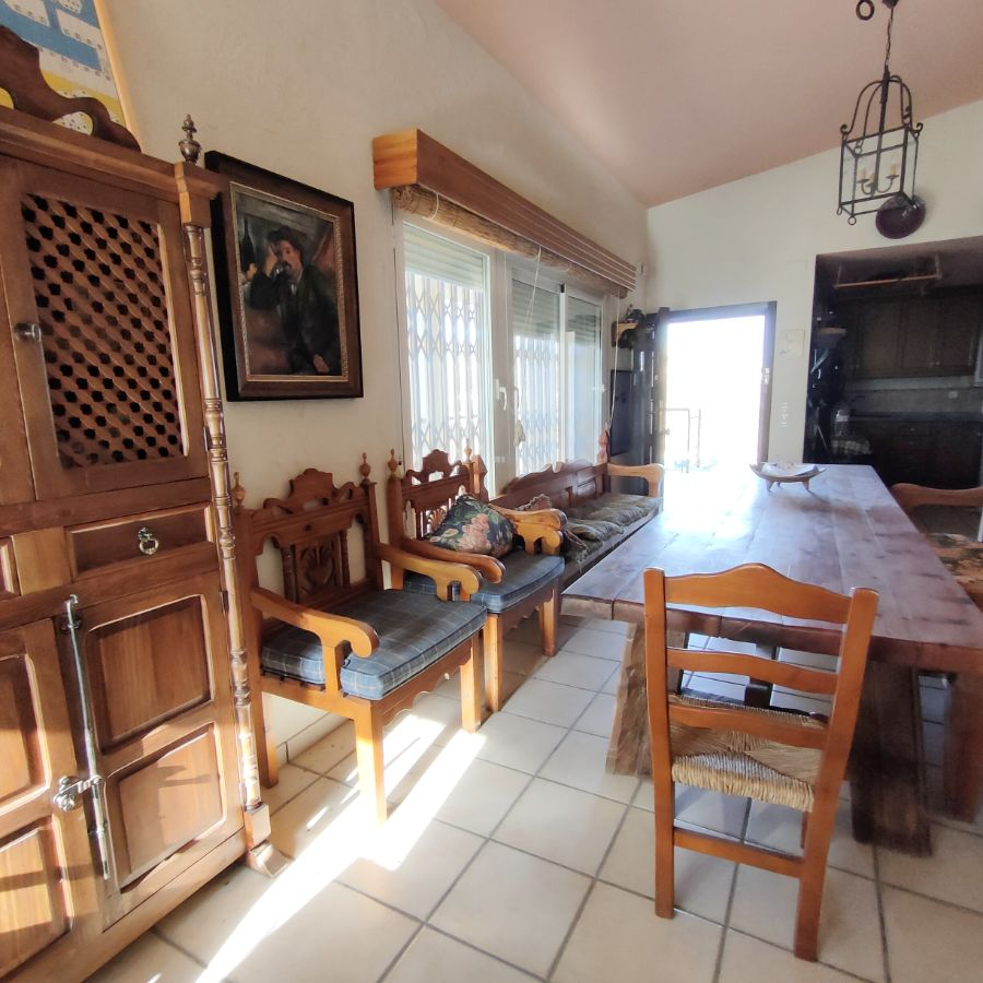 For sale of chalet in Petrer