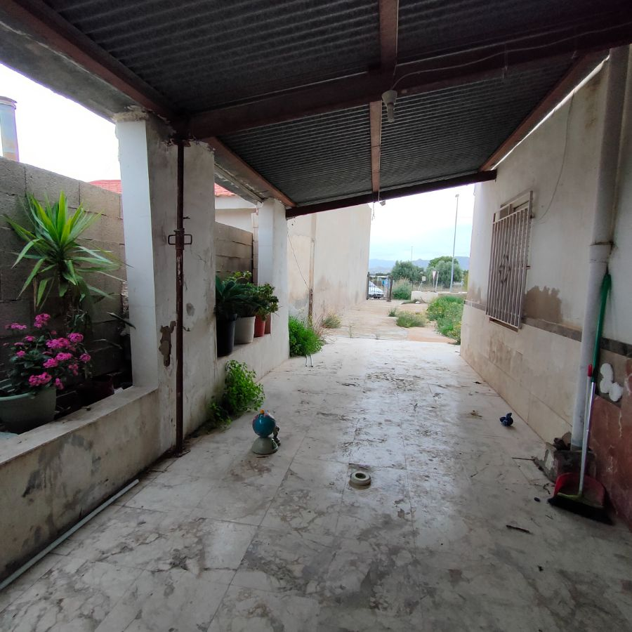 For sale of chalet in Novelda