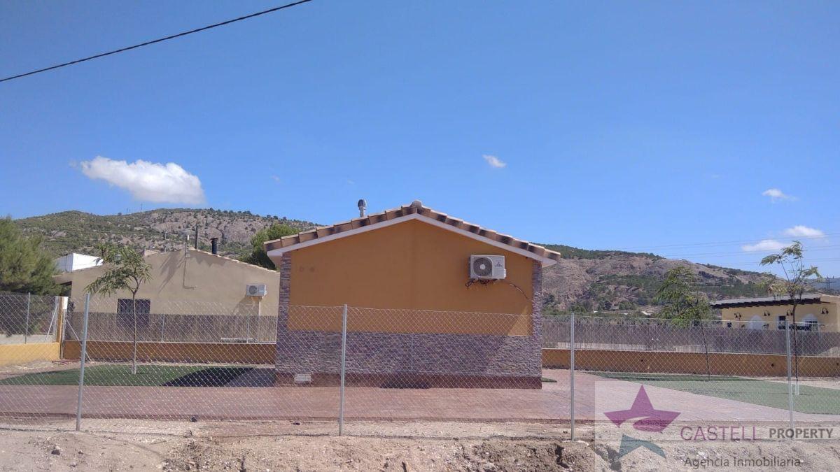 Venta de finca rústica en El Pinós