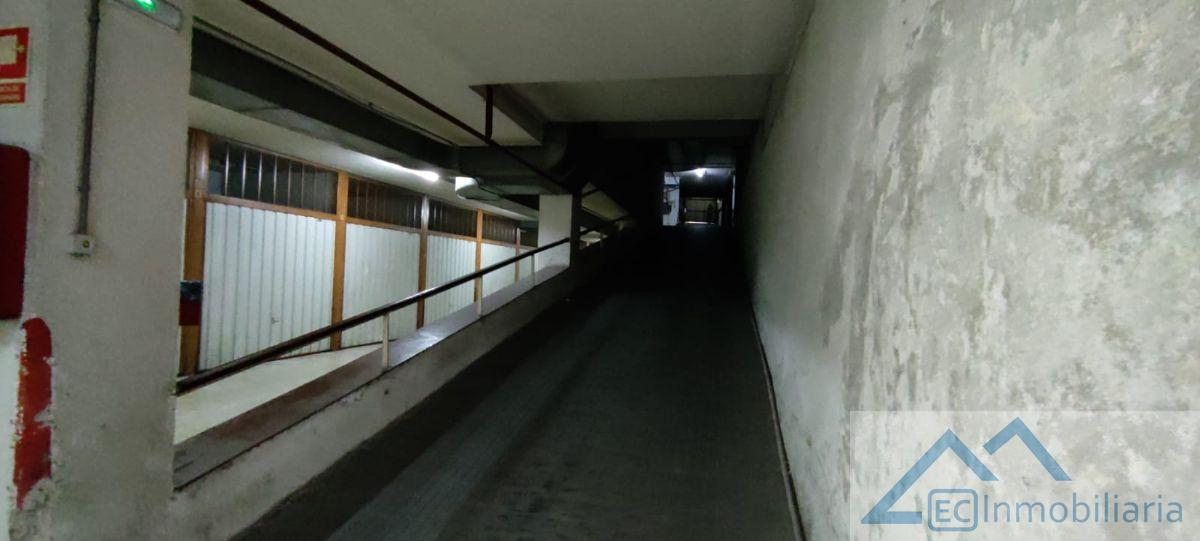 For rent of garage in Santander