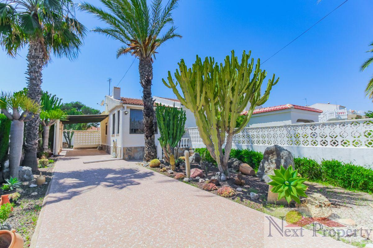 For sale of chalet in Mil Palmeras
