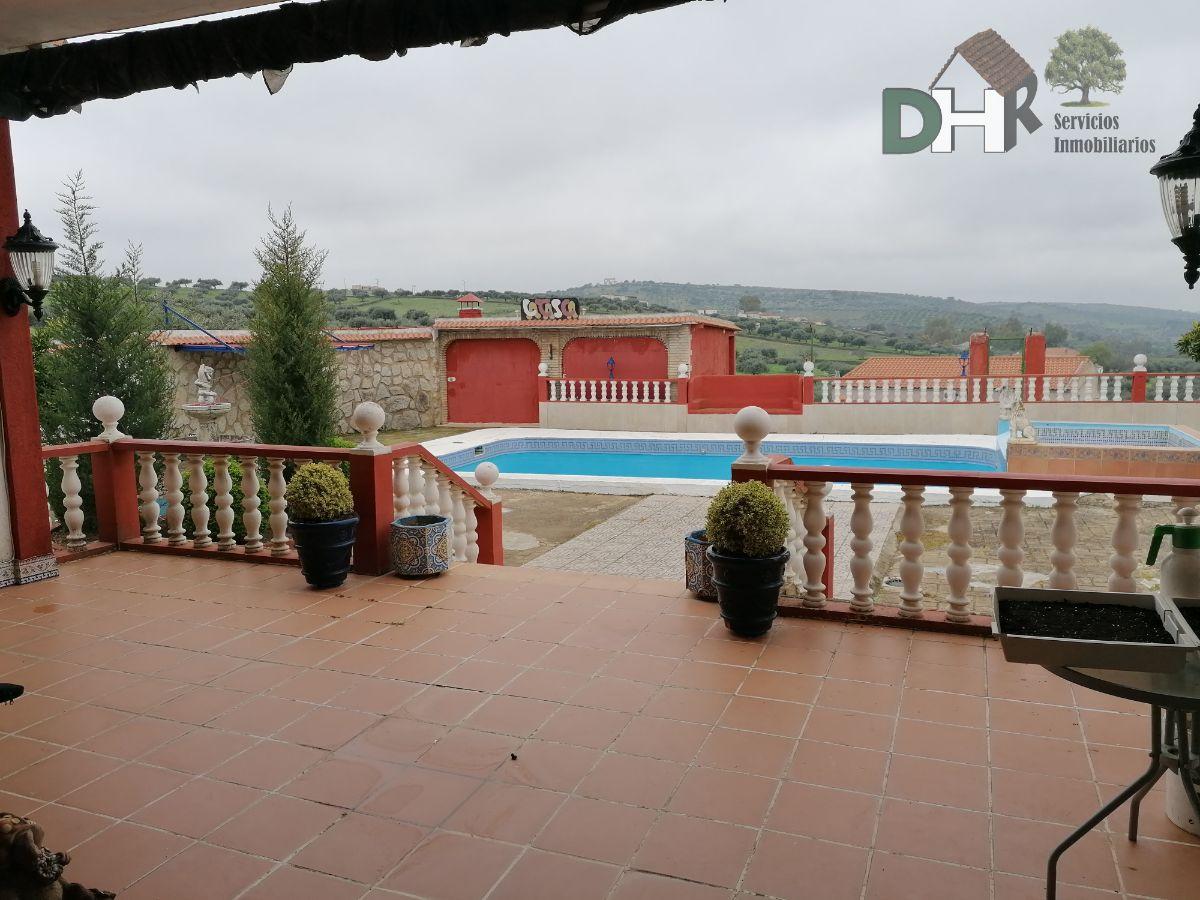 For sale of house in Valencia de Alcántara