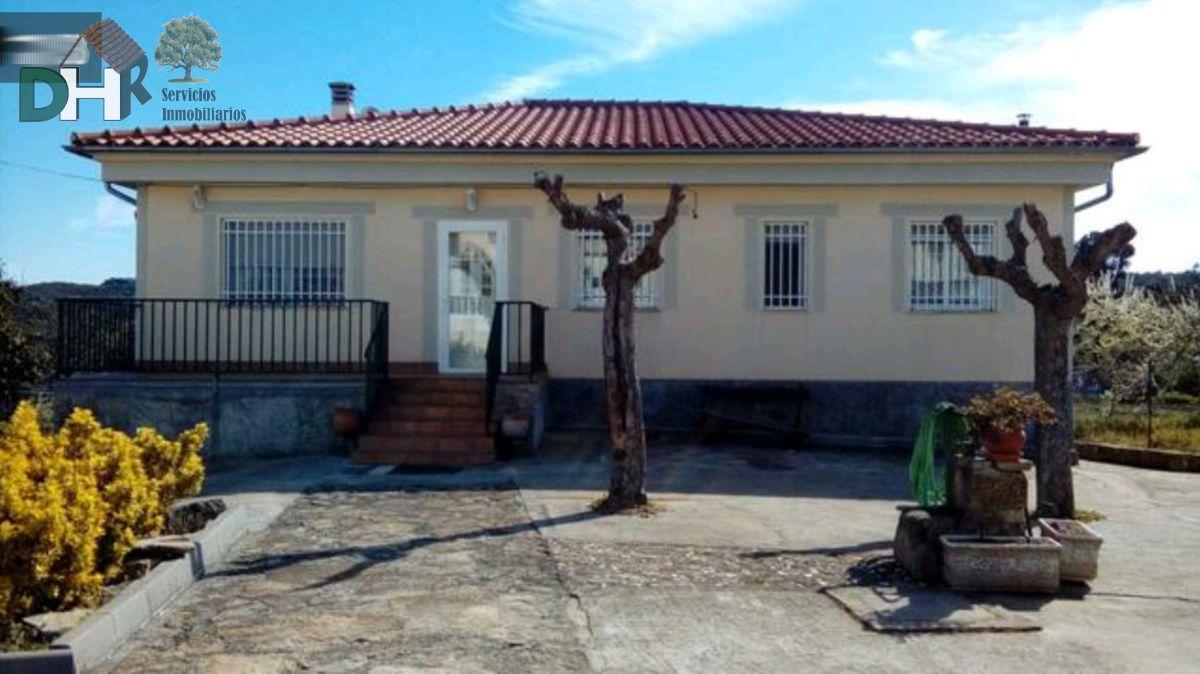 Venta de chalet en Valencia de Alcántara