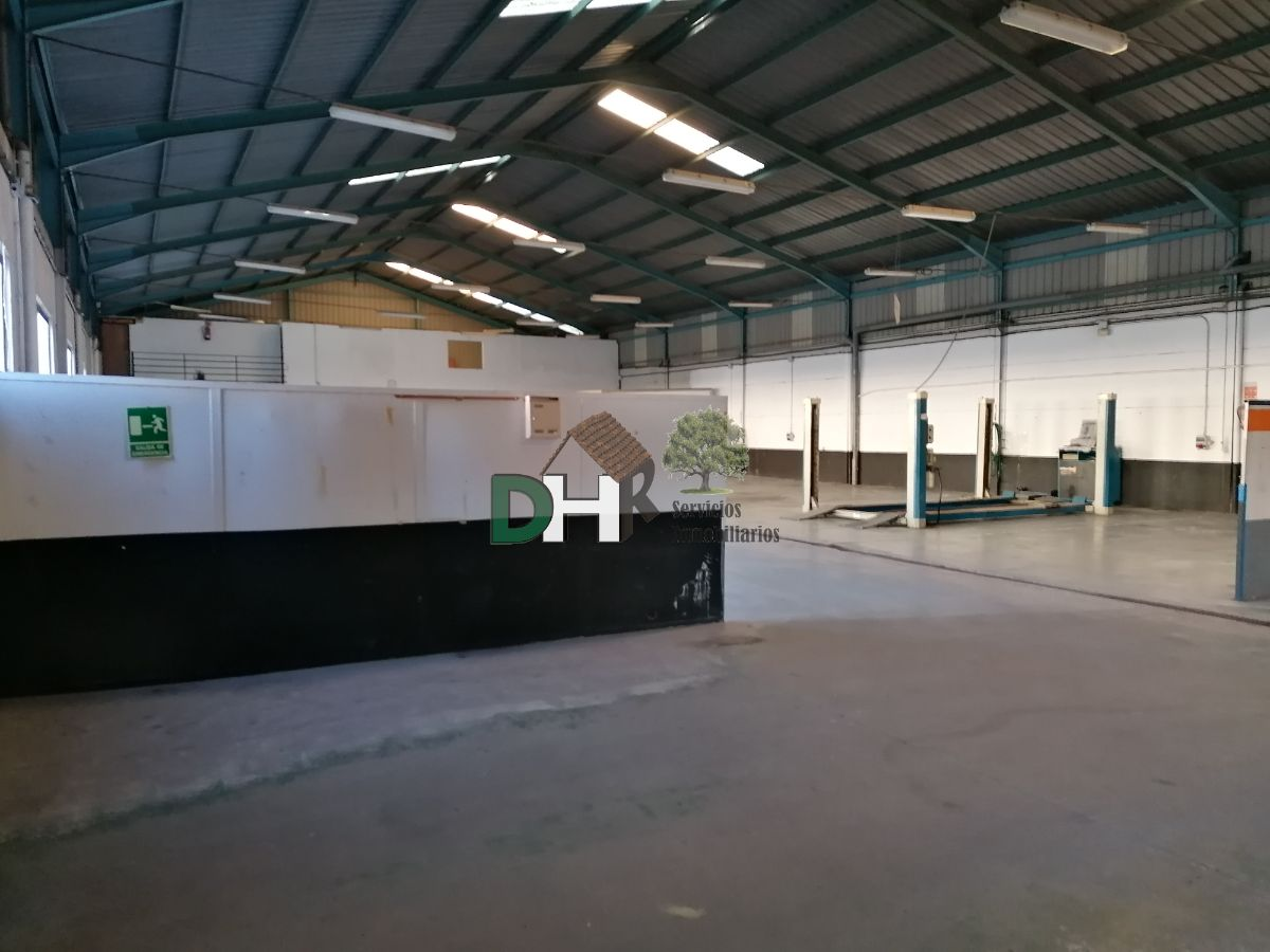 For sale of industrial plant/warehouse in Cáceres