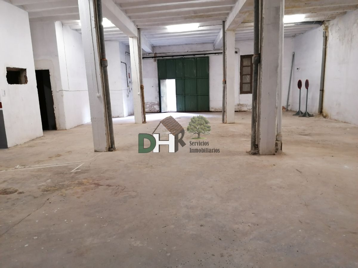 For rent of commercial in Plasencia