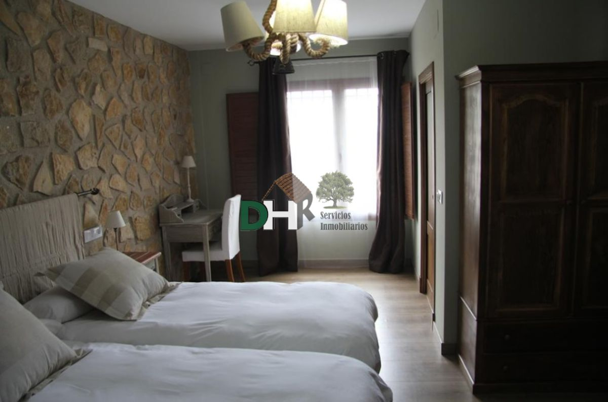 For sale of house in Valdefuentes