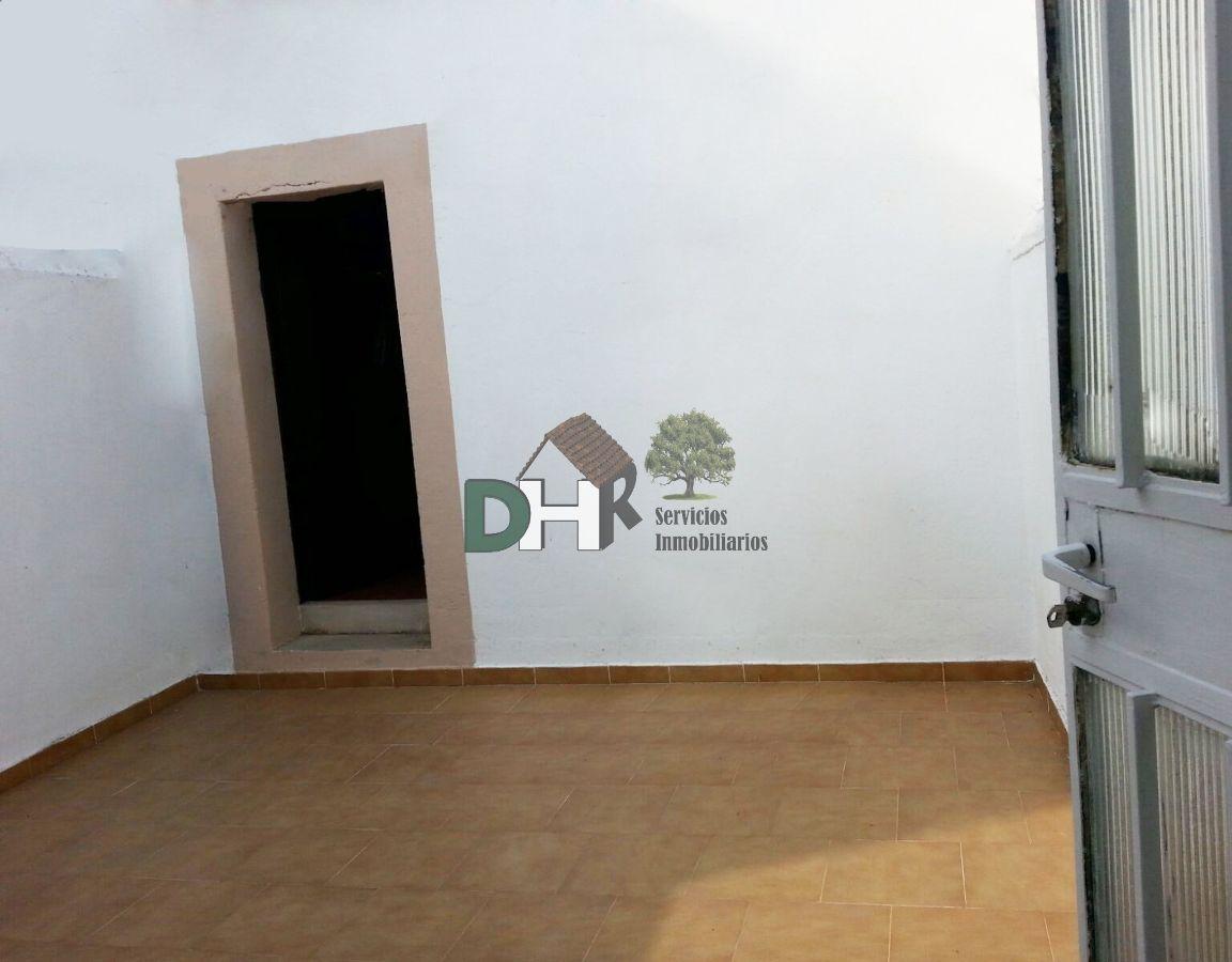 For sale of house in Malpartida de Cáceres