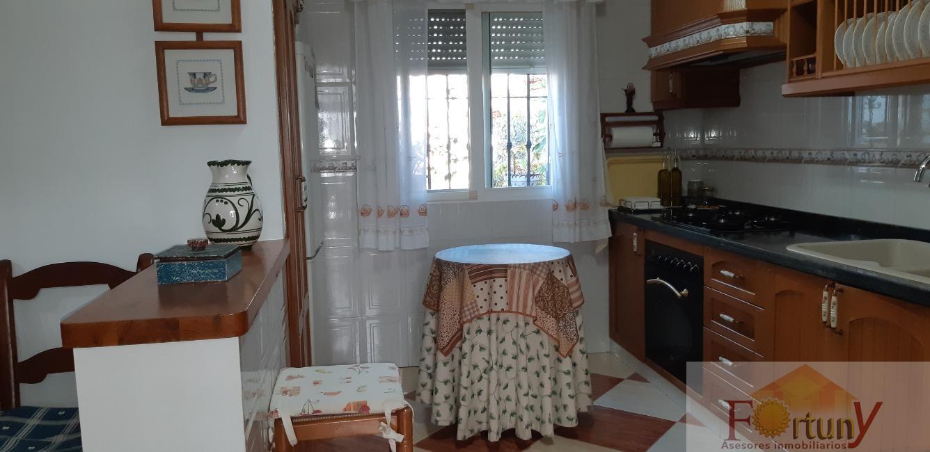 For sale of house in Almuñécar