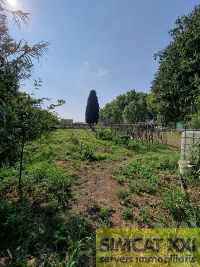 For sale of land in Figueres