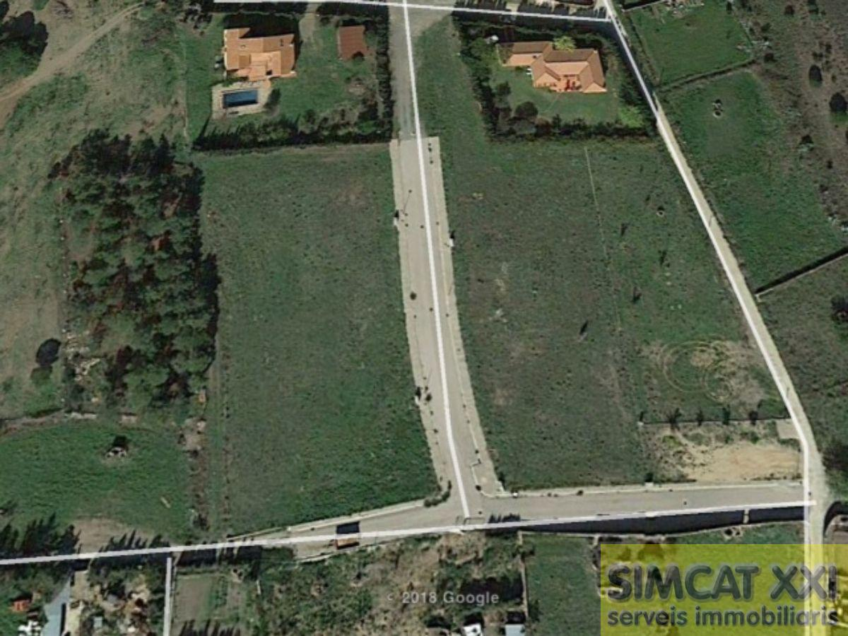 For sale of land in Garriguella