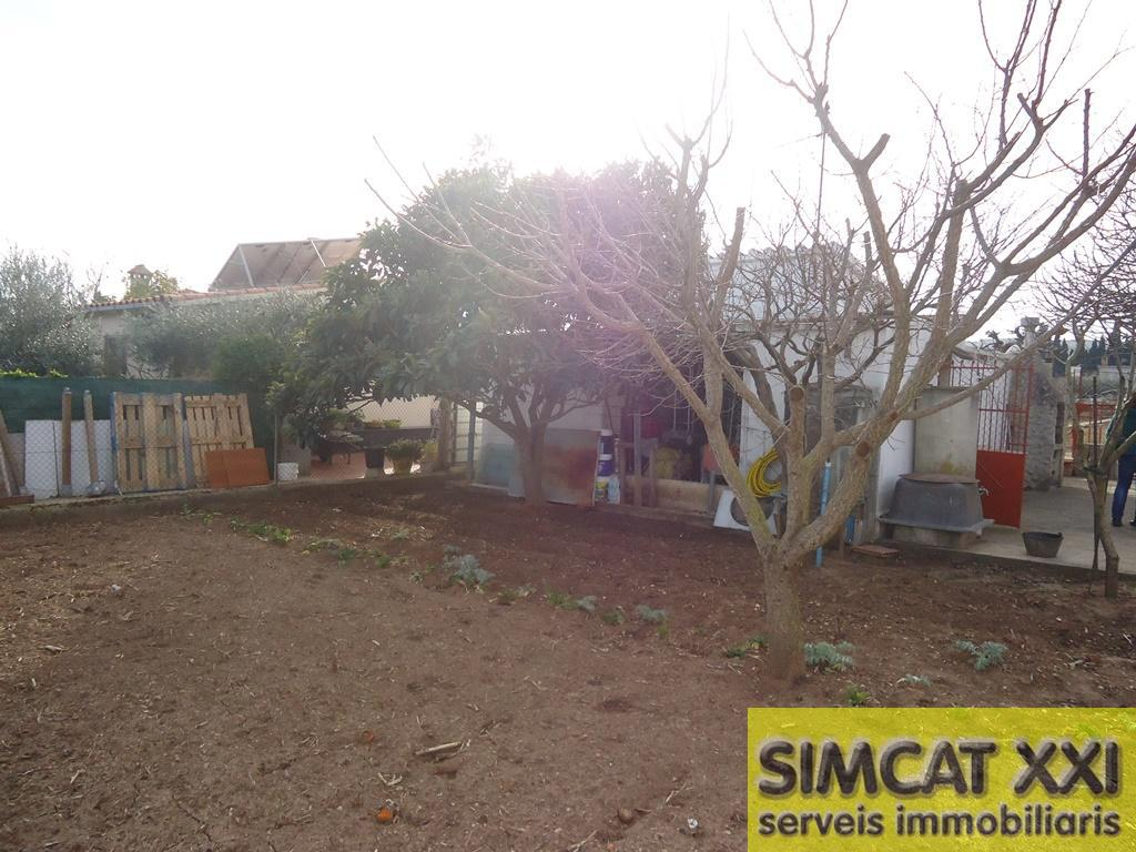 For sale of land in Llers
