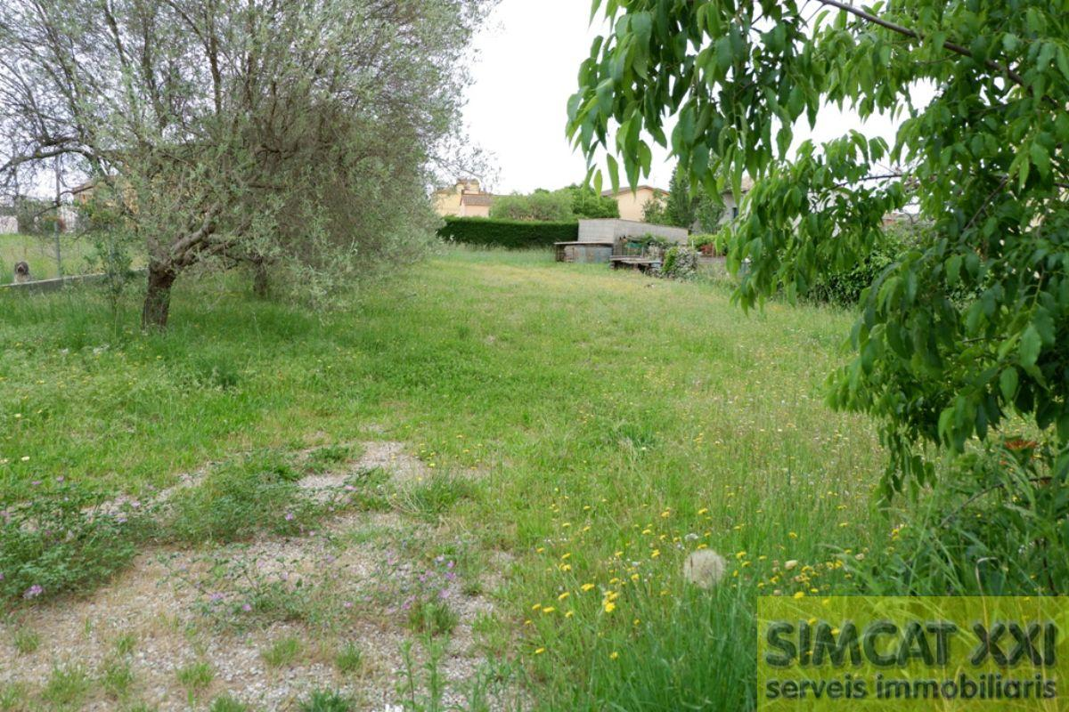 For sale of land in Navata