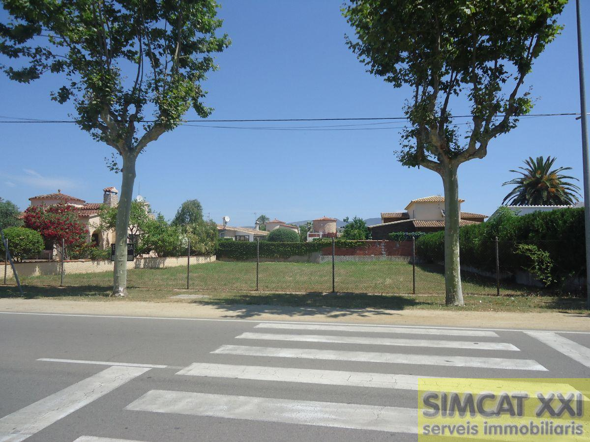 For sale of land in Castelló d Empúries
