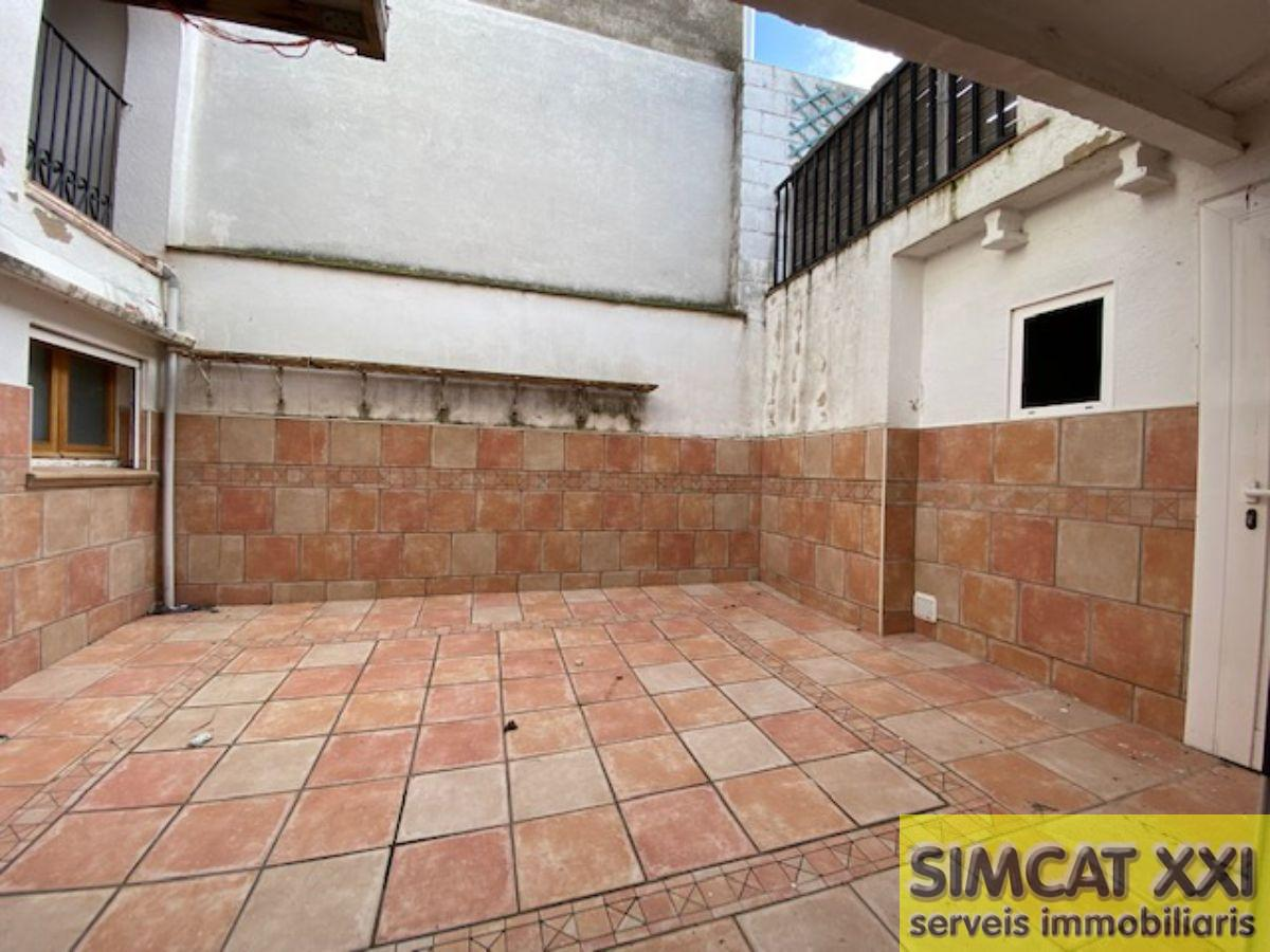 For sale of flat in Lladó