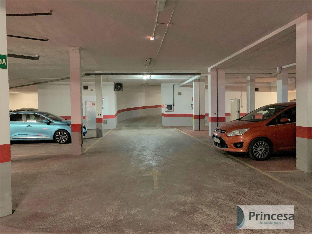 For sale of garage in Valencia