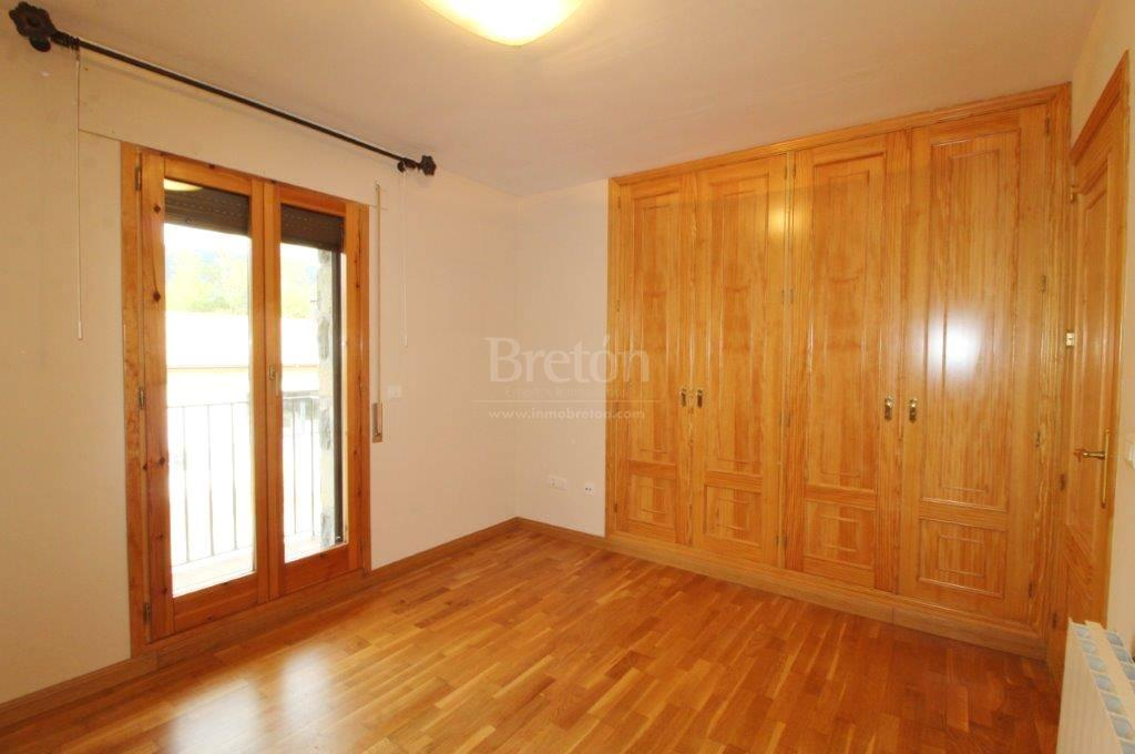 For sale of chalet in Jaca