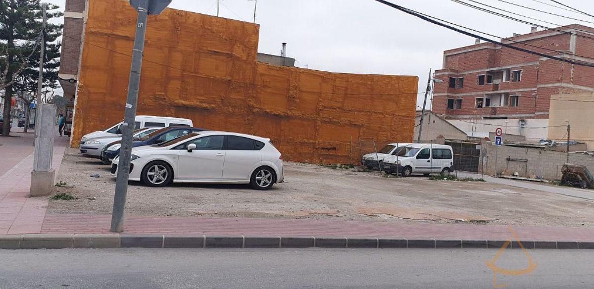 For sale of land in El Raal