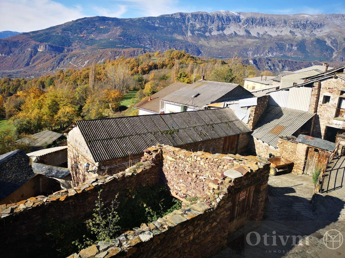 For sale of land in Bisaurri